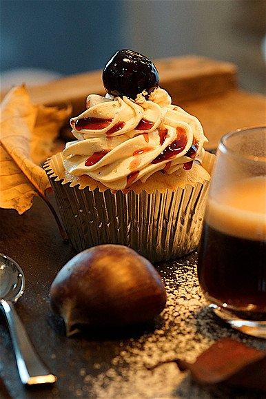 J'offre un chaleureux petit déjeuner à tout le monde en cette belle matinée d'automne.