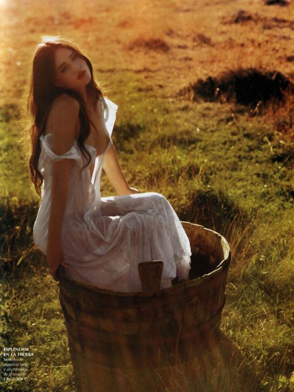 Rosie Huntington-Whiteley for Vogue Spain ( April 2006 )
