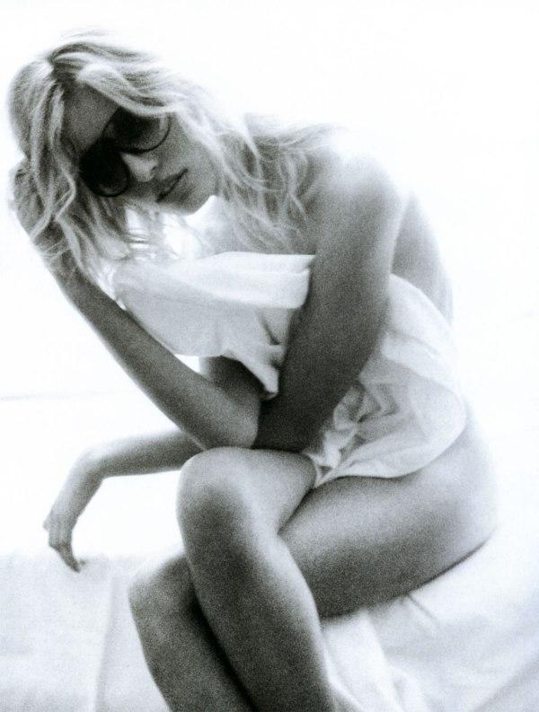 Karolina Kurkova for Vogue Paris ( May 2004 )