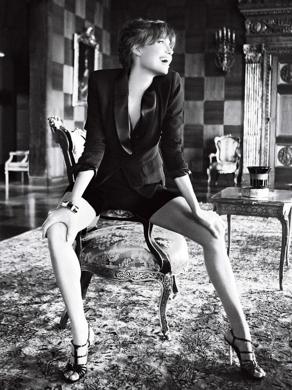 Angelina Jolie for Vogue ( December 2010 )