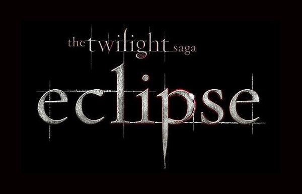 Twilight Eclipse dépasse les 300 millions de dollars dans les ventes de billet de cinéma. Pas mal qu'en même!