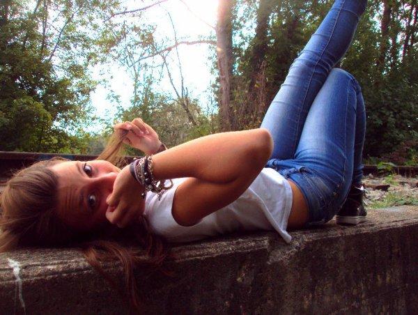 Les gens te diront surement que je suis folle : C'est vrai, je suis folle, mais seulement de toi.