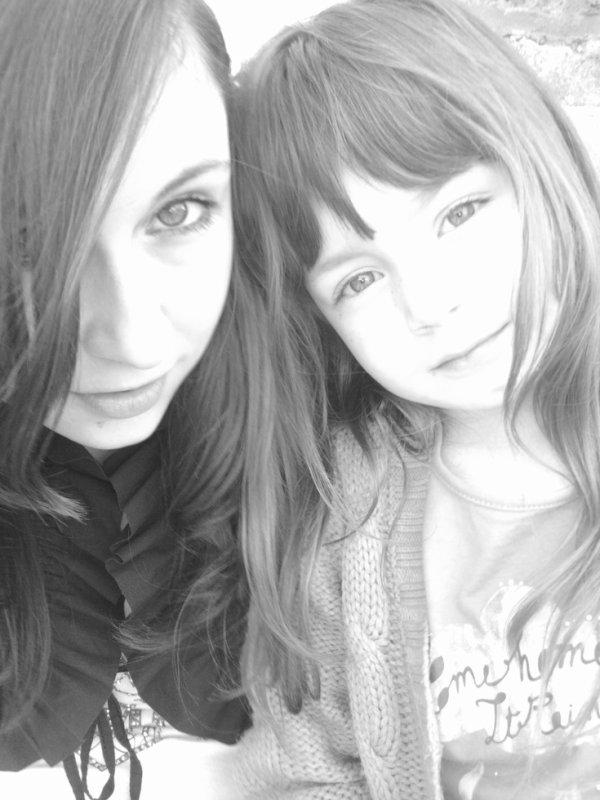 Une de mes pote et ma soeur *-* <3