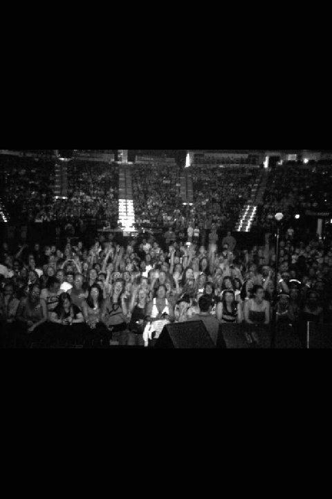 .  .  .   2 photos de publics devant qui Avery a performer :) Le 1er est à Packed Arena à Denver et la 2éme avec Big Time Rush à Cali .  .  .