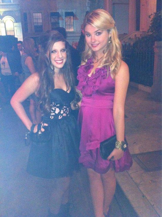 .  .  .   D'autre photos d'Avery à la Teen Vogue Party avec les acteurs de Pretty Little Liars et Megan & Liz :) .  .  .