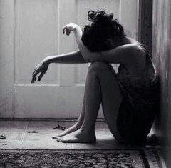 """Retenir ses larmes, voilà bien, selon moi, le comble du """" charnel """" ; car lorsqu'on refuse à son c½ur de s'épancher, le chagrin ne s'ancre-t-il pas en nous, pesant comme un fardeau ? ~Jostein Gaarde"""