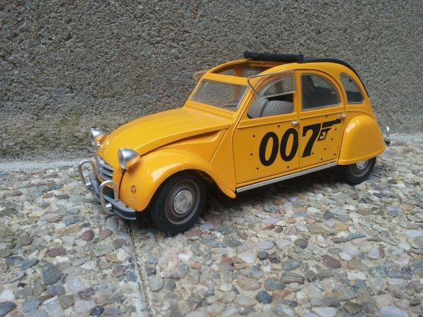 2cv 007 James Bond