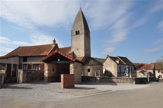 La place de l'église avant travaux
