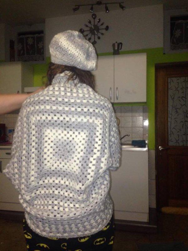 poncho au crochet avec bonnet echarpe