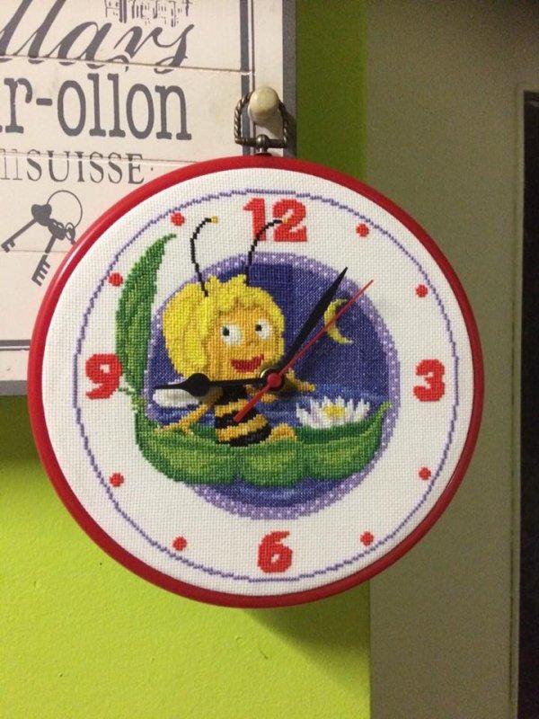 horloge au point de croix