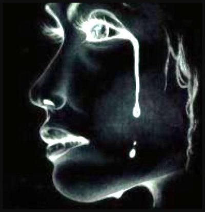 femme en pleurs comme moi
