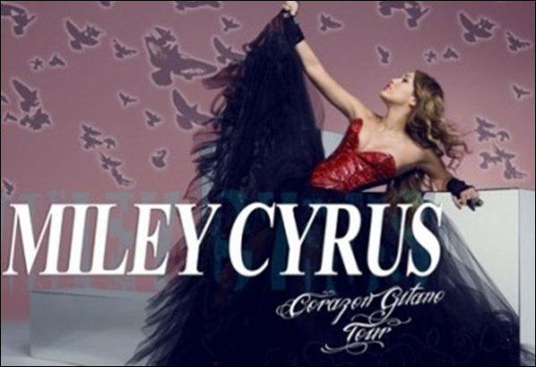 Rubrique :   Affiche    A Propos de Sa Tournée → La 1ère Photo pour Promouvoir la Future Tournée Notre Cyrus Baptisé Corazon Gitano Tour    Miley est tres belle. Sa Robe est Magnifique. TOP Pour l'affiche. Ton Avis ?