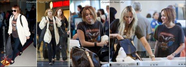 Samedi 23 Avril  → Miley accompagnée de Liam & Des Amies Sont allés Faire Du Shopping à Toluca Lake  Mardi 26 Avril  → Après Avoir Déjeuné, Miss Cyrus, Sa Mère & Sa Soeur  S'est Rendu à La Pharmacie CVS à Studio City  Mercredi 27 Avril  → Miley & Sa Mère Tish Ont été Aperçues à L'aéroport LAX Pour Prendre Un Vol Direction L'équateur.