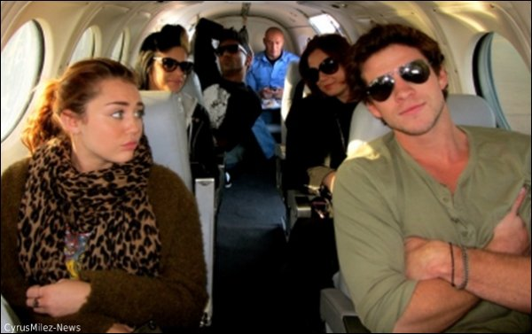 Mercredi 22 Juin : Miley prenant un jet privé direction Melbourne + Photo dans le jet prise par Tish.