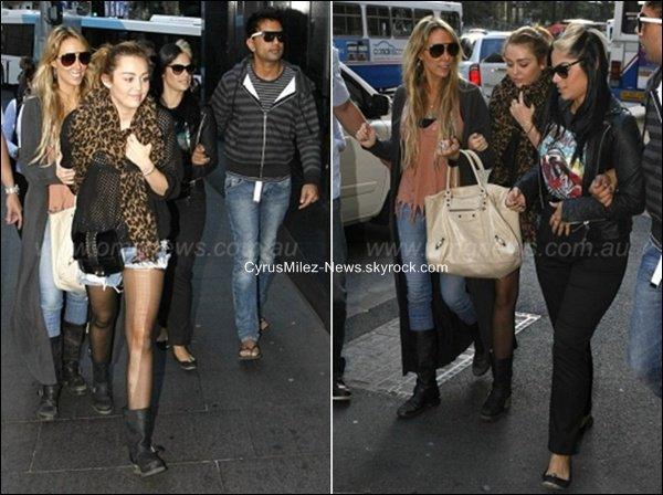 Lundi 27 Juin : Miley, Tish Cyrus, la maquilleuse Denika, le photographe Vija allant déjeunés chez Wagamama à Sydney en Australie.