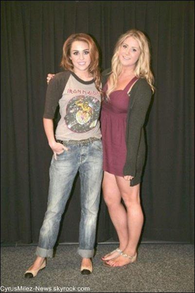 Jeudi 30 Juin : Miley & le Gypsy Heart Tour ont été aperçus à l'aéroport d'Adelaide direction Perth en Australie.