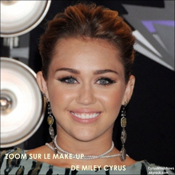 Rubrique : Apparition Publique & Photos Personnelles & Vidéo & Twitter          Dimanche 28 Août : Miley était présente aux MTV Video Music Awards au Nokia Theatre  à Los Angeles. Retrouvez des photos sur le Red Whrite Carpet ainsi que dans les backstages.
