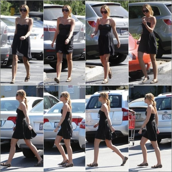 Rubrique : Candids & Vidéo & Twitter           Mardi 30 Août : Miley en compagnie de son petit ami Liam sont allés faire des courses à Trader's Joe à Los Angeles.
