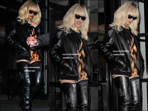 * 23/03/2012':' Après avoir quitté son hôtel londonien, Notre chanteuse préférée a pris le métro pour se rendre au concert de Drake. Après le concert Notre belle Rihanna c'est rendue à l'afterparty organisée par Drake *