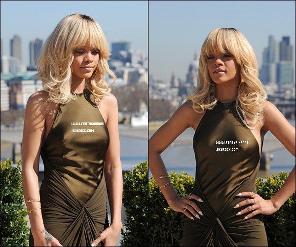 -   Rihanna à la conférence de presse de « Battleship » N'est t-elle pas Magnifique ? -