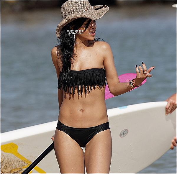 . 27 Avril 2012 : Rihanna Fenty avec son corps sublime à était aperçu hier après midi sur une plage à Hawaï . .