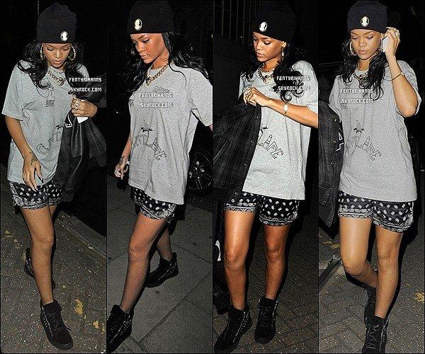 20/06/12 :  Rihanna à était vue arrivant et quittant des studios à Londres.