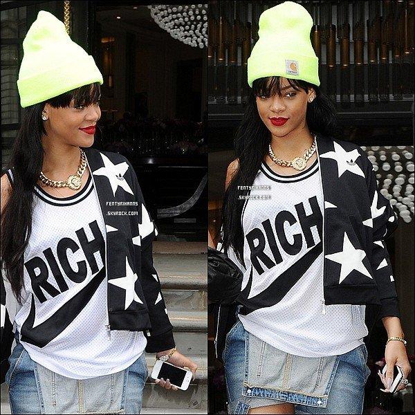 23/06/12 :  Rihanna à était photographier quittant son hôtel , toujours à Londres.