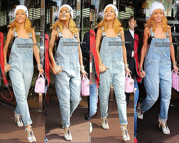 . 17/06/2013 :* Rihanna à été aperçue quittant son hôtel en compagnie de son son petit frère, Rajad à Londres. .