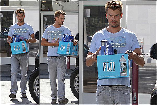 *03 / 09 / 12 - Josh et Fergie était dans Malibu pour célébrer le Labor Day Weekend, Josh s'est arrêter en chemin pour faire quelques achats.   *