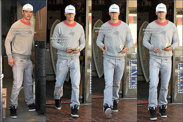 *02 / 01 / 13 - Josh Duhamel à était aperçut tout seul dans un magasin, puis en sortant. TOP/FLOP?*