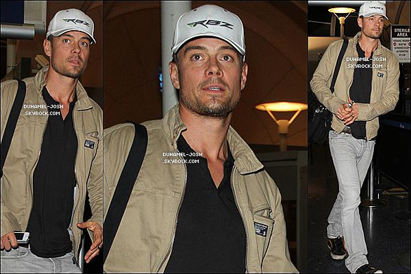 *01 / 02 / 13 - Josh Duhamel à était aperçut à l'aéroport de LAX ( Los Angeles ). TOP/FLOP? *