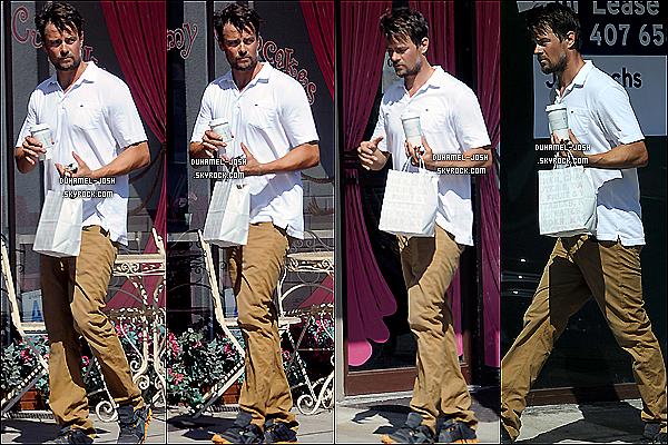 *26 / 06 / 13 - Josh Duhamel à été apperçut allant se chercher un café dans Los Angeles. TOP/FLOP?*