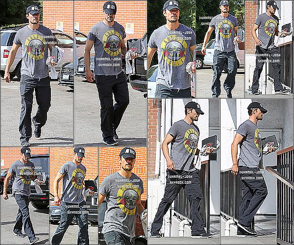 *27/07/13: Josh Duhamel à été aperçut fessant du jogging avec son coach dans Brentwood..Quelques jours plus tôt Josh s'est rendus à la salle et de gym et il a était aperçut dans Brentwood achetant une boisson. *