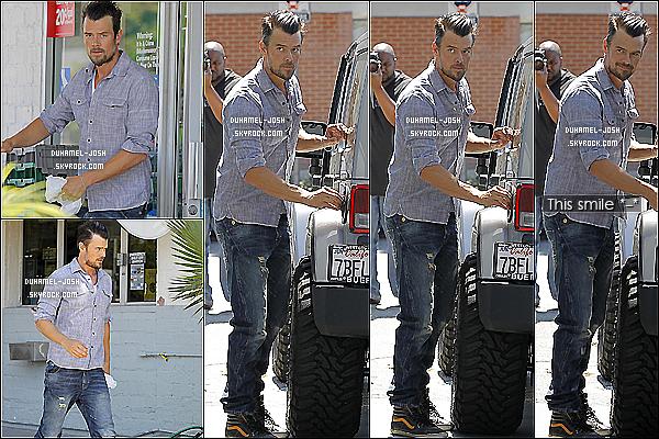 """*16/08/13: Josh Duhamel à été vu -seul- allant acheter du café et allant mettre de l'essence dans sa voiture.Josh allant acheter du café et de l'essence dans Bretwood + Josh à l'émission de Jimmy Kimmel pour la promo de son film """"Scenic Route"""". *"""