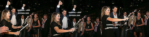 *16/11/13: Josh Duhamel et son verre été présent au  G.H. Mumm Hosts The Art Of Celebration – Formula 1  Comme toujours notre talentueux et sexy Josh Duhamel à assisté à l'événement G.H. Mumm Art of Celebration – Formula 1 à Austin au Texas.  *