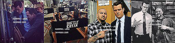 """*Notre papa poule, Josh Duhamel à été vu sur le set de sa nouvelle série """"Battle Creek"""".  Josh Duhamel à été vu sur le set de sa nouvelle série """"Battle Creek"""" avec un de ses co-star, où ils tourne le tout premier épisode de la série. *"""