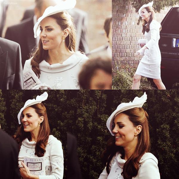 29 septembre 2012, Kate seule c'est rendue au mariage d'une amie à l'Oxfordshire, en Angleterre.