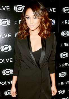 Shay at Revolve 10th Anniversary Party+ photo de sa nouvelle coiffure !