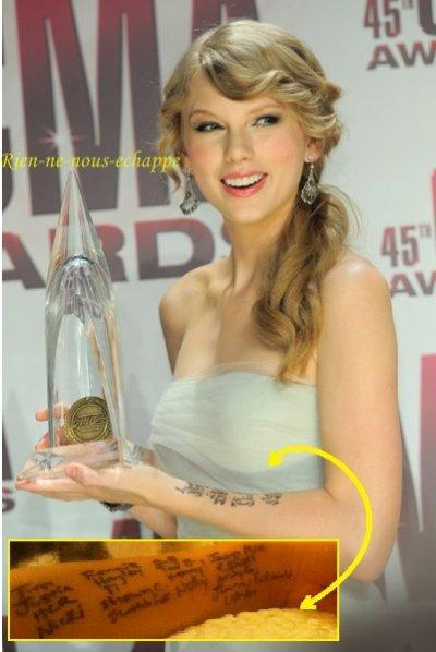Taylor Swift, remise du prix de l'artiste de l'année, Nashville, 09/11/11