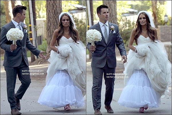 . 14 Juin 2013 - Matt et Angela ont été vu à leur mariage !   Même si ces bien d'avoir des photos, je trouve sa irrespectueux que les papz viennent..   .