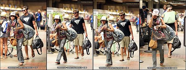 //:::::::::::::::26/8/2010 Nos Amoureux favoris sont de retour! Voici leur arrivée à LA , « LAX » airport .Le magnifique couple est de retour à Los Angeles, visiblement plus amoureux que jamais!   La première série de photos est celle de leur départ à l'aéroport de Maui, direction Los angeles. En suite, il s'agit des photos de leur Arrivée à LA. Regardez comment zac protège vanessa des flashs des paps! C'est trop mignon! Ils sont à croquer, plus cmplices et amoureux que jamais. si non, on peut remarqer qu'ils ont achetés une bague en commun, avec le noms gravés à l'interieur, Elle symbolise   leur 5 ans D'amour, sans rupture ♥ //:::::::::::::::