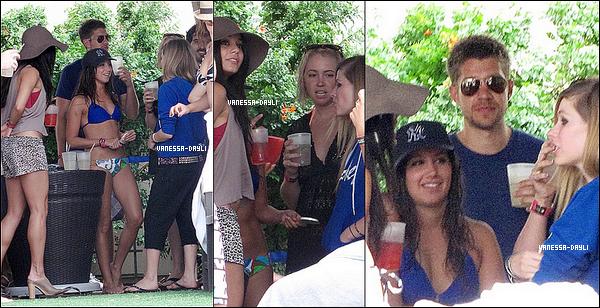 Vanessa était présente à la faite d'Anniv des 26 Ans d'Avril Lavigne le 2 octobre, et à finalment assister à la '' pool party d'Ashley Tisdale, et me cast d'hellcats, tout cela à Vegas. Vanessa n'était apparement pas d'humeur à se montrer, elle s'est cachée tout le temps.