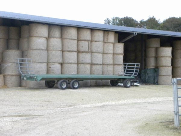 hangar pour la paille et le foin :)