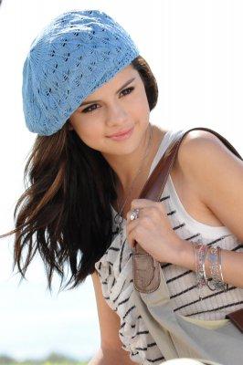 Selena gomez  Dream out loud fashion