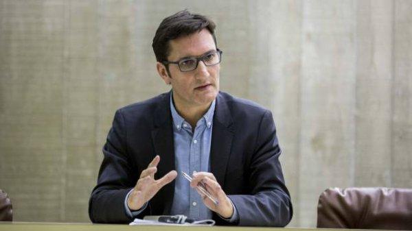 """Burkini : pour Olivier Dartigolles (PCF), """"Manuel Valls joue un jeu très dangereux"""""""