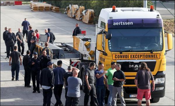 Caterpillar licencie 2 000 salariés en Belgique