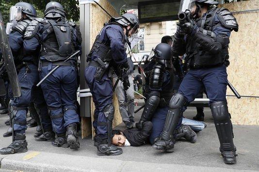 Violences policières : saisine collective du défenseur des droits