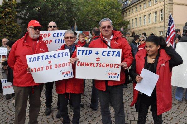 Plusieurs groupes de la société civile appellent les gouvernements européens à rejeter le traité CETA