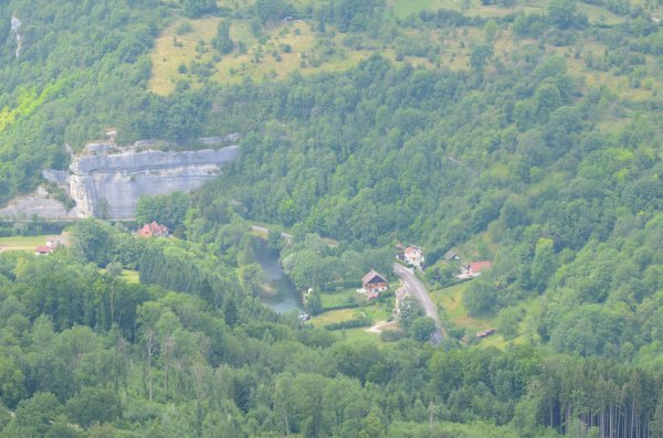 Vues de la vallée depuis le rocher du moine
