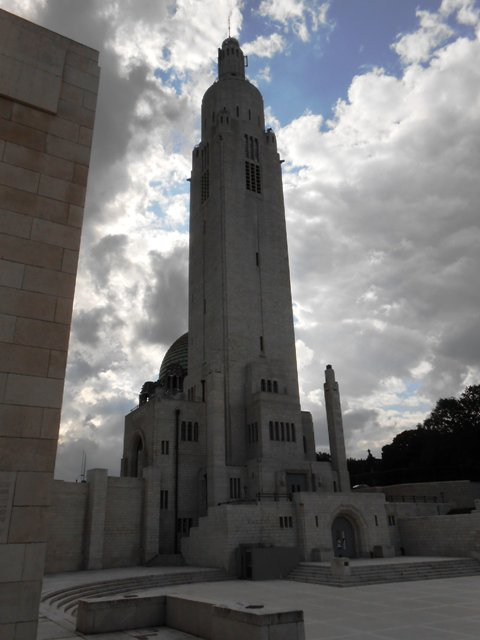 On va voir le mémorial de Cointe dédié aux alliés